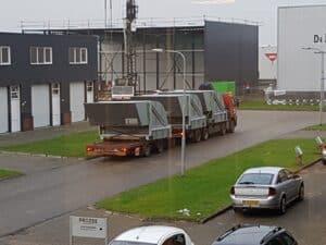 luchtuitblaaskappen op vrachtwagen